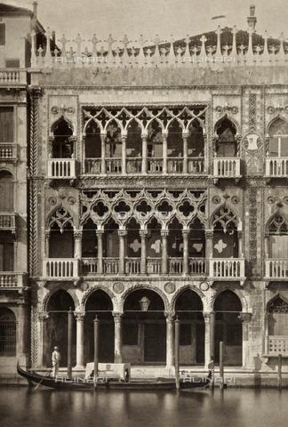 AVQ-A-003475-0023 - Particolare della facciata della Ca' d'Oro, sul Canal Grande a Venezia - Data dello scatto: 1890-1895 - Archivi Alinari, Firenze