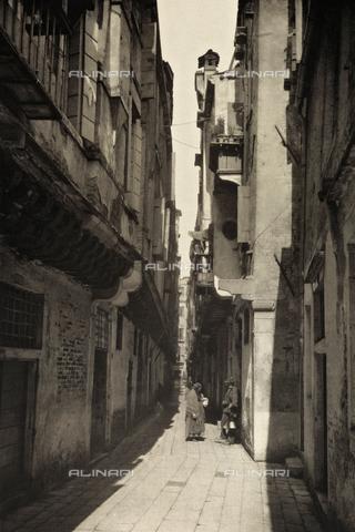 AVQ-A-003475-0035 - Veduta animata di Calle della Madonna a Venezia - Data dello scatto: 1890-1895 - Archivi Alinari, Firenze