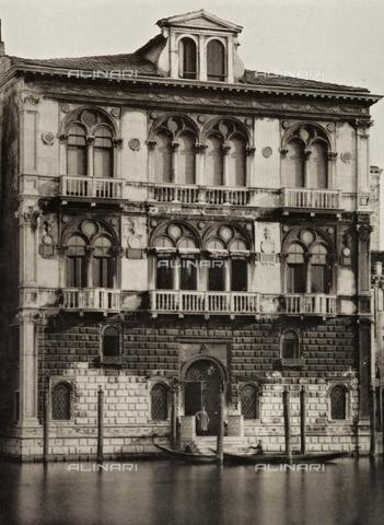 AVQ-A-003475-0046 - Facciata di Palazzo Corner-Spinelli a Venezia - Data dello scatto: 1890-1895 - Archivi Alinari, Firenze