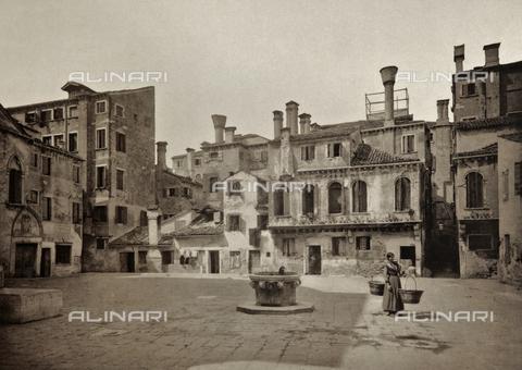 AVQ-A-003475-0055 - Veduta animata del Campo della Maddalena a Venezia - Data dello scatto: 1890-1895 - Raccolte Museali Fratelli Alinari (RMFA), Firenze