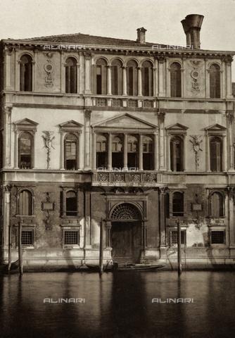AVQ-A-003475-0059 - Facciata di Palazzo Contarini delle Figure, sul Canal Grande a Venezia - Data dello scatto: 1890-1895 - Raccolte Museali Fratelli Alinari (RMFA), Firenze