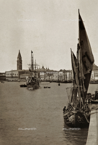 AVQ-A-003475-0073 - Veduta animata del Bacino di San Marco a Venezia - Data dello scatto: 1890-1895 - Raccolte Museali Fratelli Alinari (RMFA), Firenze