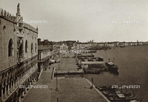 AVQ-A-003475-0089 - Veduta dall'alto di Riva degli Schiavoni a Venezia - Data dello scatto: 1890-1895 - Archivi Alinari, Firenze