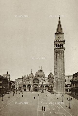 AVQ-A-003475-0096 - Veduta animata di Piazza San Marco a Venezia - Data dello scatto: 1890-1895 - Archivi Alinari, Firenze