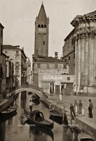 AVQ-A-003475-0097 - Veduta animata di Rio San Barnaba a Venezia con, sullo sfondo, il campanile della Chiesa di San Barnaba - Data dello scatto: 1890-1895 - Raccolte Museali Fratelli Alinari (RMFA), Firenze