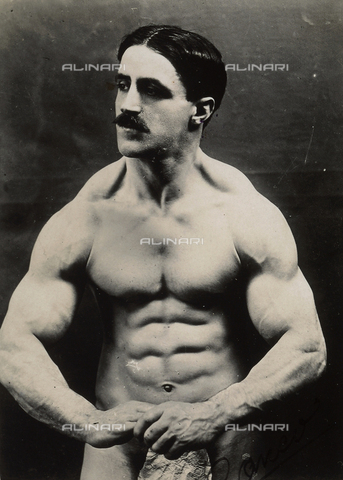 AVQ-A-003542-0004 - Ritratto di culturista in posa - Data dello scatto: 1925 ca. - Archivi Alinari, Firenze