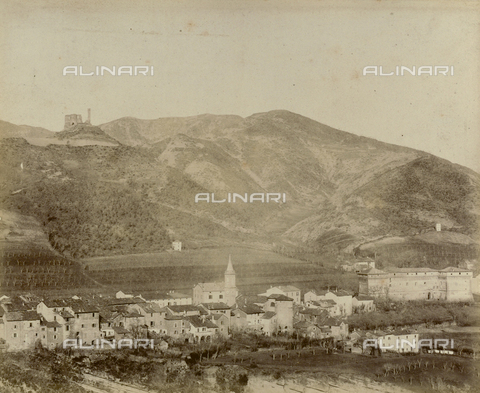 """AVQ-A-003554-0021 - """"Rocche e roccie"""" (Rocks and Fortresses): view of Castel del Rio with the Castello degli Alidosi on the right, and the ruins of the Castellaccio on the overlooking hill - Date of photography: 1892-1899 - Fratelli Alinari Museum Collections, Florence"""