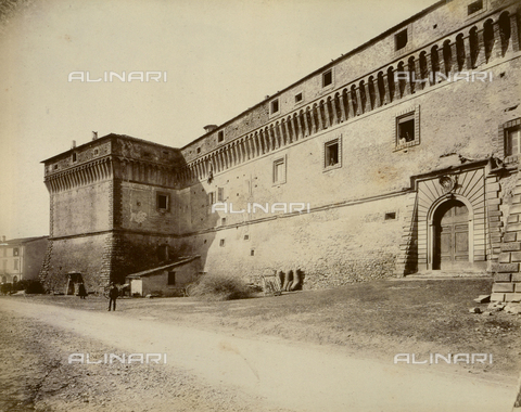 """AVQ-A-003554-0022 - """"Rocche e roccie"""" (Rocks and Fortresses): the Castello degli Alidosi in Castel del Rio, view of the eastern side with two bastions - Date of photography: 1892-1899 - Fratelli Alinari Museum Collections, Florence"""