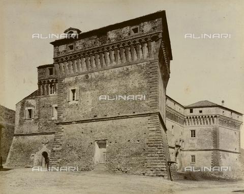 """AVQ-A-003554-0023 - """"Rocche e roccie"""" (Rocks and Fortresses): the south bastion of the Castello degli Alidosi in Castel del Rio - Date of photography: 1892-1899 - Fratelli Alinari Museum Collections, Florence"""