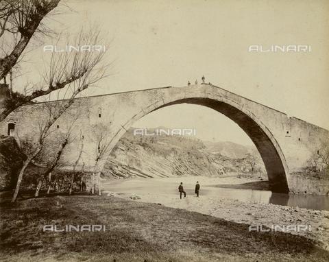 """AVQ-A-003554-0024 - """"Rocche e roccie"""" (Rocks and Fortresses): the Ponte degli Alidosi on the Santerno River, near Castel del Rio - Date of photography: 1892-1899 - Fratelli Alinari Museum Collections, Florence"""