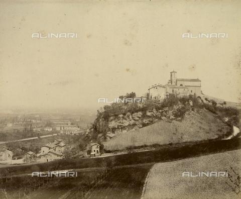 """AVQ-A-003554-0028 - """"Rocche e roccie"""" (Rocks and Fortresses): view of the Castel dei Britti, near San Lazzaro di Savena - Date of photography: 1892-1899 - Fratelli Alinari Museum Collections, Florence"""