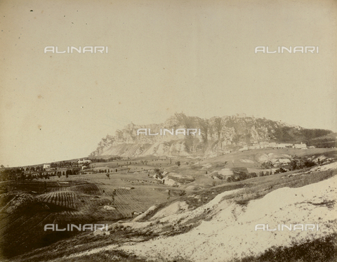"""AVQ-A-003554-0043 - """"Rocche e roccie"""" (Rocks and Fortresses): view of the hill on which stands the Republic of San Marino - Date of photography: 1892-1899 - Fratelli Alinari Museum Collections, Florence"""