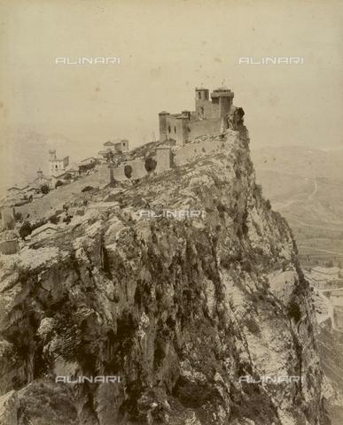 """AVQ-A-003554-0045 - """"Rocche e roccie"""" (Rocks and Fortresses): the Rocca or fortress of Guaita on Mount Titano dalla Fratta, Republic of San Marino - Date of photography: 1892-1899 - Fratelli Alinari Museum Collections, Florence"""