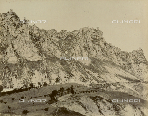 """AVQ-A-003554-0047 - """"Rocche e roccie"""" (Rocks and Fortresses): the """"Tre Penne"""" or three towers, on Mount Titano dalla Fratta, Republic of San Marino - Date of photography: 1892-1899 - Fratelli Alinari Museum Collections, Florence"""