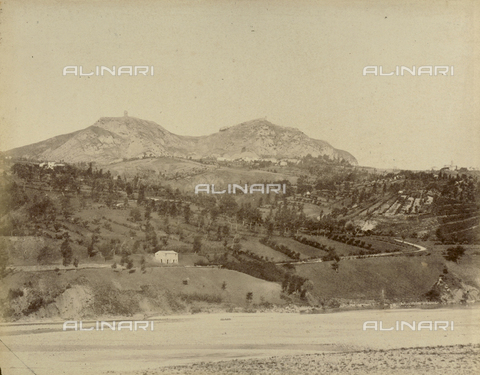 """AVQ-A-003554-0049 - """"Rocche e roccie"""" (Rocks and Fortresses): view of Mount Scorticata, now known as Torriana, near Rimini - Date of photography: 1892-1899 - Fratelli Alinari Museum Collections, Florence"""