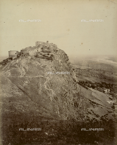 """AVQ-A-003554-0050 - """"Rocche e roccie"""" (Rocks and Fortresses): view of Mount Scorticata, now known as Torriana, with the ruins of the Rocca or Fortress Malatestiana - Date of photography: 1892-1899 - Fratelli Alinari Museum Collections, Florence"""