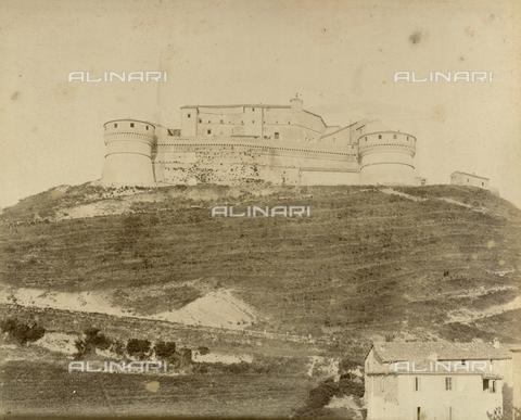 "AVQ-A-003554-0055 - ""Rocche e roccie"" (Rocks and Fortresses): the Forte di San Leo dei Montefeltro, near Pesaro - Date of photography: 1892-1899 - Fratelli Alinari Museum Collections, Florence"