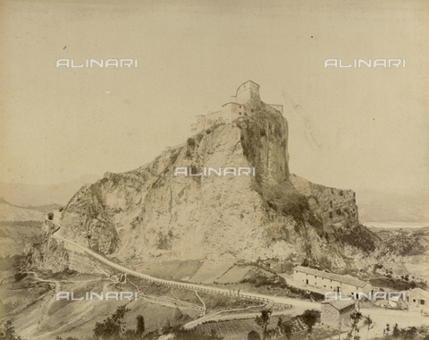 """AVQ-A-003554-0057 - """"Rocche e roccie"""" (Rocks and Fortresses): view of San Leo with the Forte dei Montefeltro, near Pesaro - Date of photography: 1892-1899 - Fratelli Alinari Museum Collections, Florence"""
