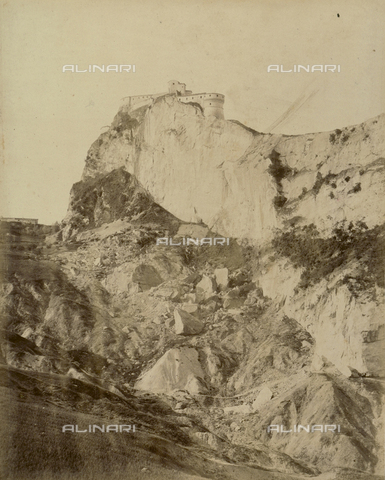 """AVQ-A-003554-0058 - """"Rocche e roccie"""" (Rocks and Fortresses): view of San Leo with the Forte dei Montefeltro, near Pesaro - Date of photography: 1892-1899 - Fratelli Alinari Museum Collections, Florence"""