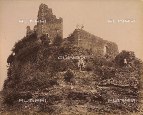 """AVQ-A-003554-0066 - """"Rocche e roccie"""" (Rocks and Fortresses): the Rocca or Fortress degli Alberti in Cerbaia, San Casciano, Val di Pesa - Date of photography: 1892-1899 - Fratelli Alinari Museum Collections, Florence"""