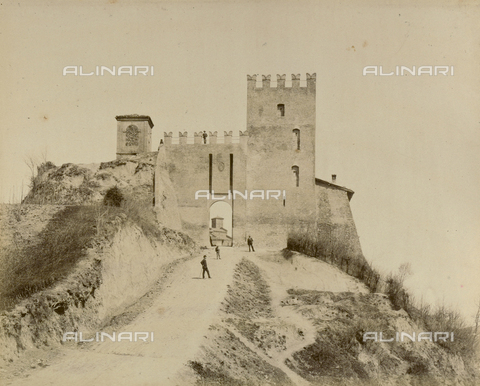"""AVQ-A-003554-0071 - """"Rocche e roccie"""" (Rocks and Fortresses): gateway to the town of Monteveglio, Bologna - Date of photography: 1892-1899 - Fratelli Alinari Museum Collections, Florence"""