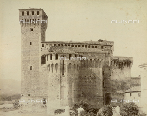 """AVQ-A-003554-0076 - """"Rocche e roccie"""" (Rocks and Fortresses): the Rocca or fortress of Vignola, near Modena - Date of photography: 1892-1899 - Fratelli Alinari Museum Collections, Florence"""