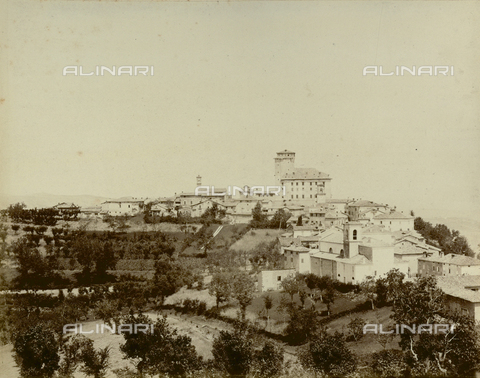 """AVQ-A-003554-0077 - """"Rocche e roccie"""" (Rocks and Fortresses): view of Guiglia, in the Province of Modena - Date of photography: 1892-1899 - Fratelli Alinari Museum Collections, Florence"""