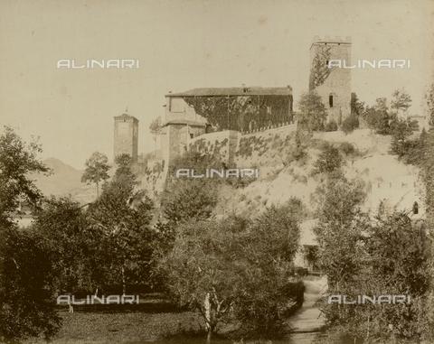 "AVQ-A-003554-0079 - ""Rocche e roccie"" (Rocks and Fortresses): view of Castellarano, in the Province of Reggio Emilia - Date of photography: 1892-1899 - Fratelli Alinari Museum Collections, Florence"