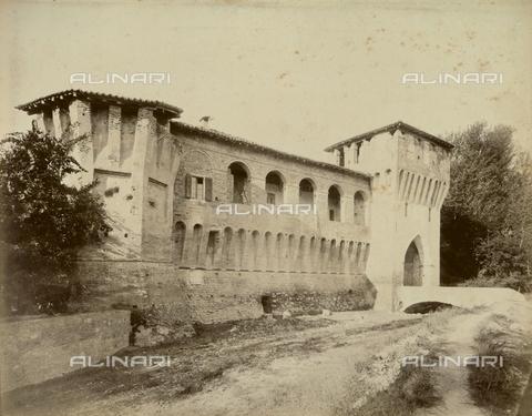 """AVQ-A-003554-0080 - """"Rocche e roccie"""" (Rocks and Fortresses): The Rocchetta, gateway to Castellarano, in the Province of Reggio Emilia - Date of photography: 1892-1899 - Fratelli Alinari Museum Collections, Florence"""