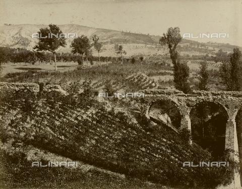 """AVQ-A-003554-0081 - """"Rocche e roccie"""" (Rocks and Fortresses): Roman aqueduct near Castellarano, in the Province of Reggio Emilia - Date of photography: 1892-1899 - Fratelli Alinari Museum Collections, Florence"""