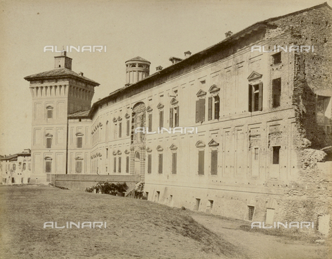 """AVQ-A-003554-0083 - """"Rocche e roccie"""" (Rocks and Fortresses): the Rocca or Fortress of the Boiardo, in Scandiano, Reggio Emilia - Date of photography: 1892-1899 - Fratelli Alinari Museum Collections, Florence"""
