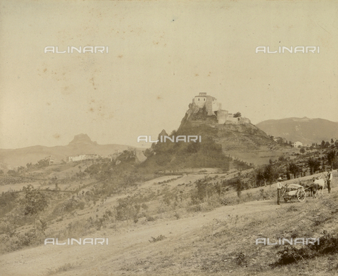 """AVQ-A-003554-0084 - """"Rocche e roccie"""" (Rocks and Fortresses): view of the hills and castles of Rossena and Canossa, Reggio Emilia - Date of photography: 1892-1899 - Fratelli Alinari Museum Collections, Florence"""