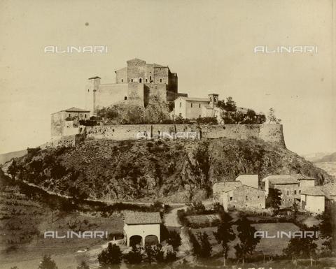 """AVQ-A-003554-0091 - """"Rocche e roccie"""" (Rocks and Fortresses): the Castello di Rossena, near Canossa, Reggio Emilia - Date of photography: 1892-1899 - Fratelli Alinari Museum Collections, Florence"""