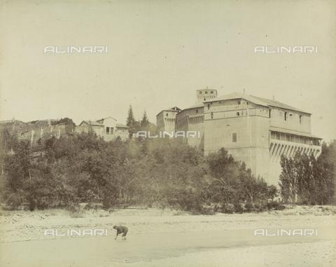 "AVQ-A-003554-0095 - ""Rocche e roccie"" (Rocks and Fortresses): the Castello di Montechiarugolo, in the Province of Parma - Date of photography: 1892-1899 - Fratelli Alinari Museum Collections, Florence"