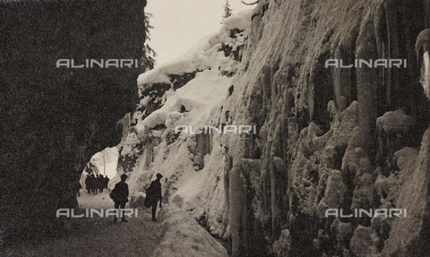 "AVQ-A-003604-0025 - Album ""Visions of War 1915-1918"": Alpine patrol - Data dello scatto: 1915-1918 - Archivi Alinari, Firenze"
