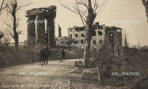 "AVQ-A-003604-0036 - Album ""Visions of War 1915-1918"": ""Monfalcone shipyard"" - Data dello scatto: 1915-1918 - Archivi Alinari, Firenze"