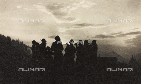 "AVQ-A-003604-0039 - Album ""Visions of War 1915-1918"": band of soldiers Alpine - Data dello scatto: 1915-1918 - Archivi Alinari, Firenze"
