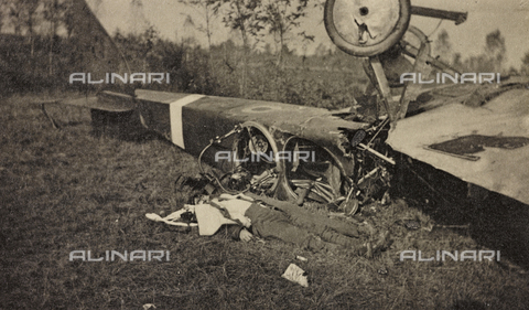 "AVQ-A-003604-0051 - Album ""Visions of War 1915-1918"": ""victim of duty"" - Data dello scatto: 1915-1918 - Archivi Alinari, Firenze"