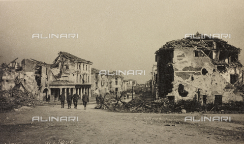 "AVQ-A-003604-0052 - Album ""Visions of War 1915-1918"": country bombed near the Piave - Data dello scatto: 1915-1918 - Archivi Alinari, Firenze"