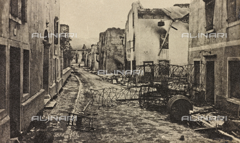 "AVQ-A-003604-0053 - Album ""Visions of War 1915-1918"": a street of bombed Asiago - Data dello scatto: 1915-1918 - Archivi Alinari, Firenze"