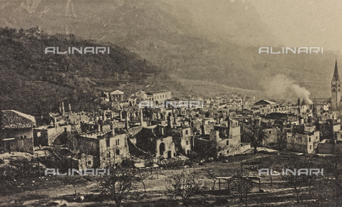 "AVQ-A-003604-0060 - Album ""Visions of War 1915-1918"": bombed country - Data dello scatto: 1915-1918 - Archivi Alinari, Firenze"