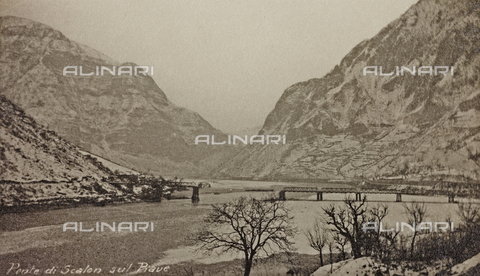 "AVQ-A-003604-0062 - Album ""Visions of War 1915-1918"": Scalon bridge over the Piave - Data dello scatto: 1917-1918 - Archivi Alinari, Firenze"