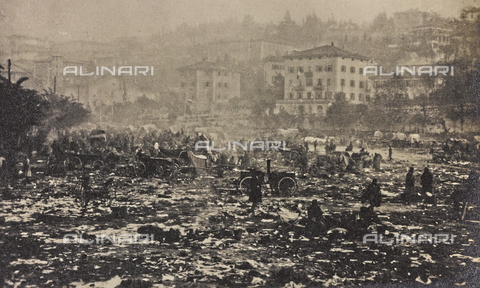 "AVQ-A-003604-0063 - Album ""Visions of War 1915-1918"": city ​​in a war zone - Data dello scatto: 1915-1918 - Archivi Alinari, Firenze"