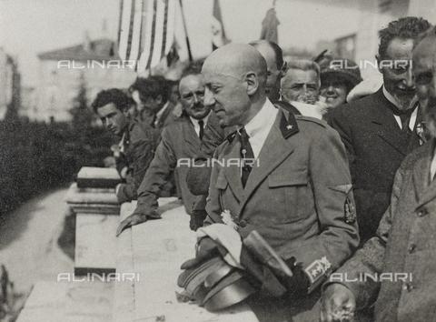 """AVQ-A-003604-0123 - Album """"Visioni di guerra 1915-1918"""": Gabriele d'Annunzio - Data dello scatto: 1915-1918 - Raccolte Museali Fratelli Alinari (RMFA), Firenze"""