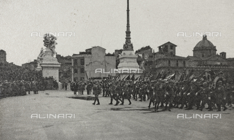 "AVQ-A-003604-0138 - Album ""Visions of War 1915-1918"": celebrations at the end of the Great War - Data dello scatto: 1919 - Archivi Alinari, Firenze"