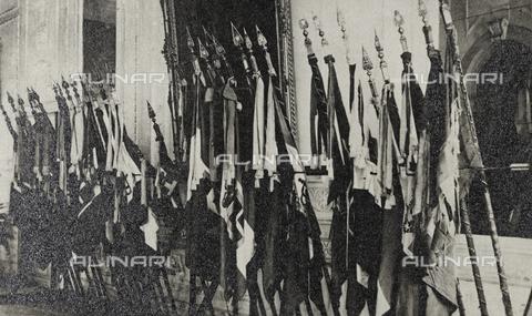 """AVQ-A-003604-0146 - Album """"Visioni di guerra 1915-1918"""": le bandiere dell' Armata del Grappa - Data dello scatto: 1919 - Raccolte Museali Fratelli Alinari (RMFA), Firenze"""