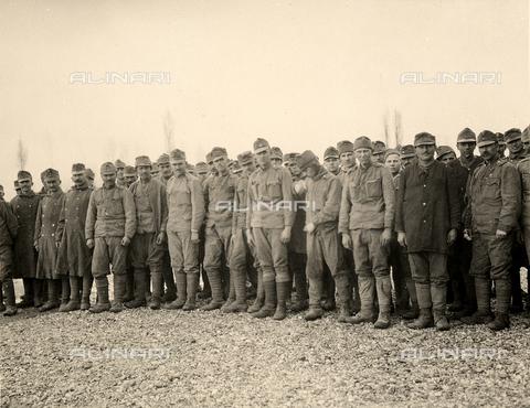 AVQ-A-003705-0086 - Prigionieri a Bagnaria Arsa durante la Prima Guerra Mondiale - Data dello scatto: 1916 - Archivi Alinari, Firenze