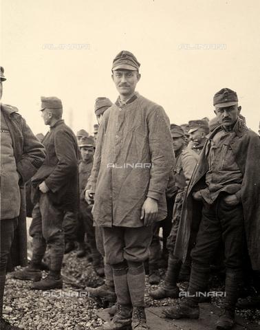 AVQ-A-003705-0088 - Prigioniero a Bagnaria Arsa, Udine, durante la Prima Guerra Mondiale - Data dello scatto: 1916 - Archivi Alinari, Firenze