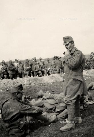 AVQ-A-003705-0145 - Prigionieri a Medeuzza durante la Prima Guerra Mondiale - Data dello scatto: 1916 - Archivi Alinari, Firenze