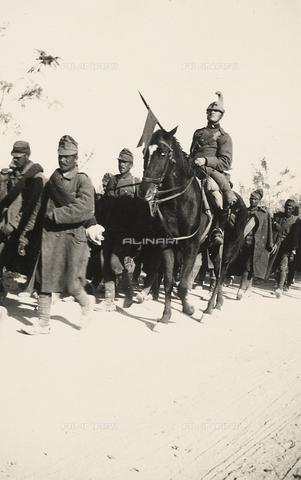 AVQ-A-003707-0153 - Prigionieri durante la Prima Guerra Mondiale - Data dello scatto: 1915 - Archivi Alinari, Firenze